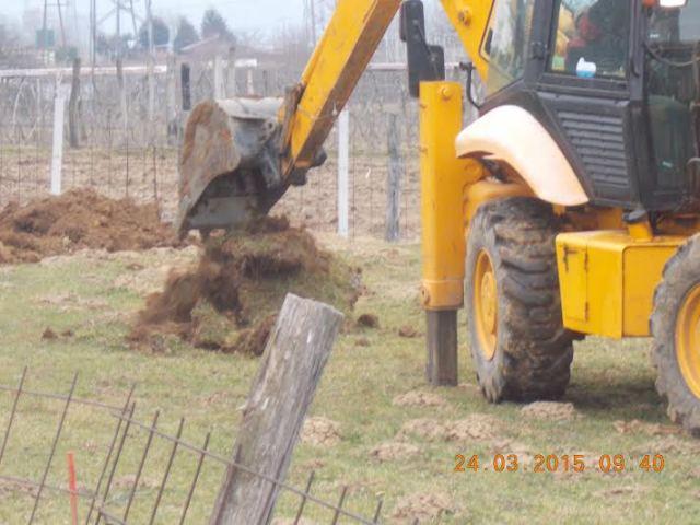 kopanje lukenj za sadike