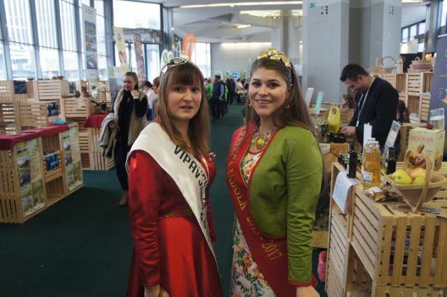 10. kraljica jabolk Taja Gril v sproščenem klepetu s Kraljico vipavskih dolin (2)