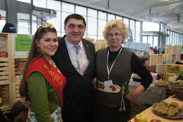 predsednik TZS g. Peter Misja s 10. Kraljico jabolk in predsednico TD Selnica ob Dravi